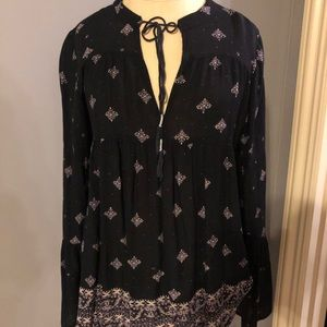 Tops - Long sleeved patterned blouse